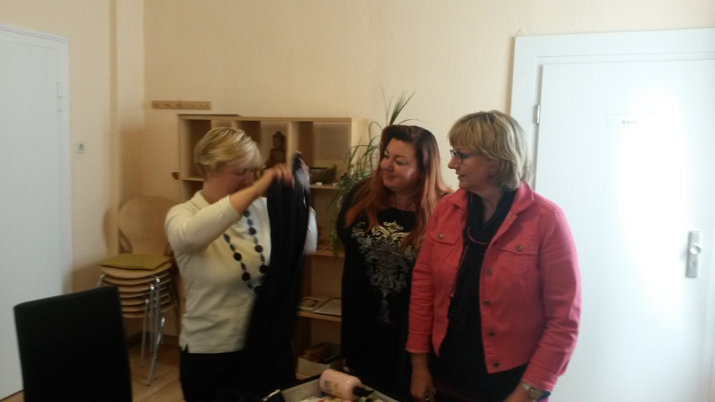 FrauenWG beim auspacken