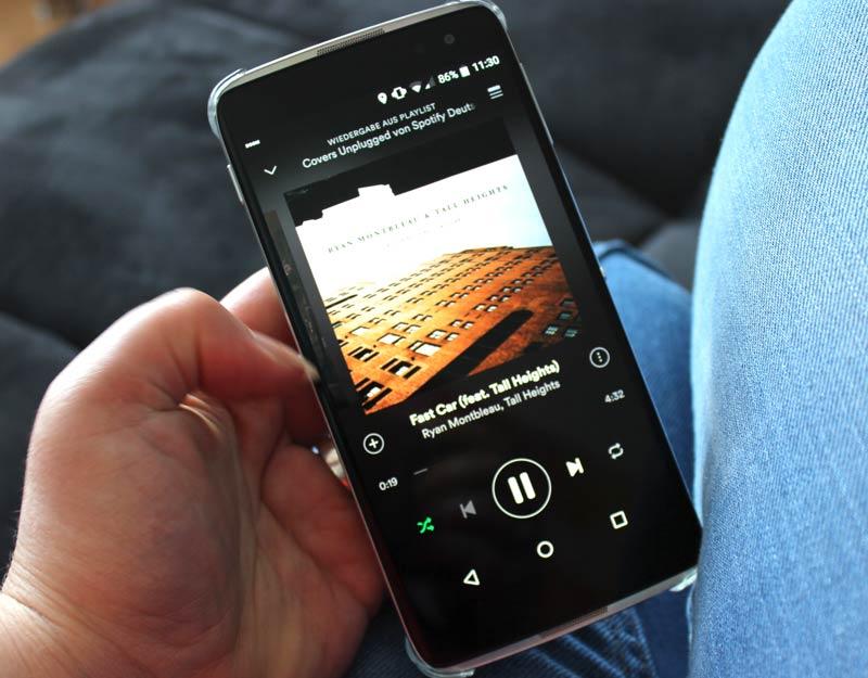 Alcatel-Idol-4s-Boom-Musik