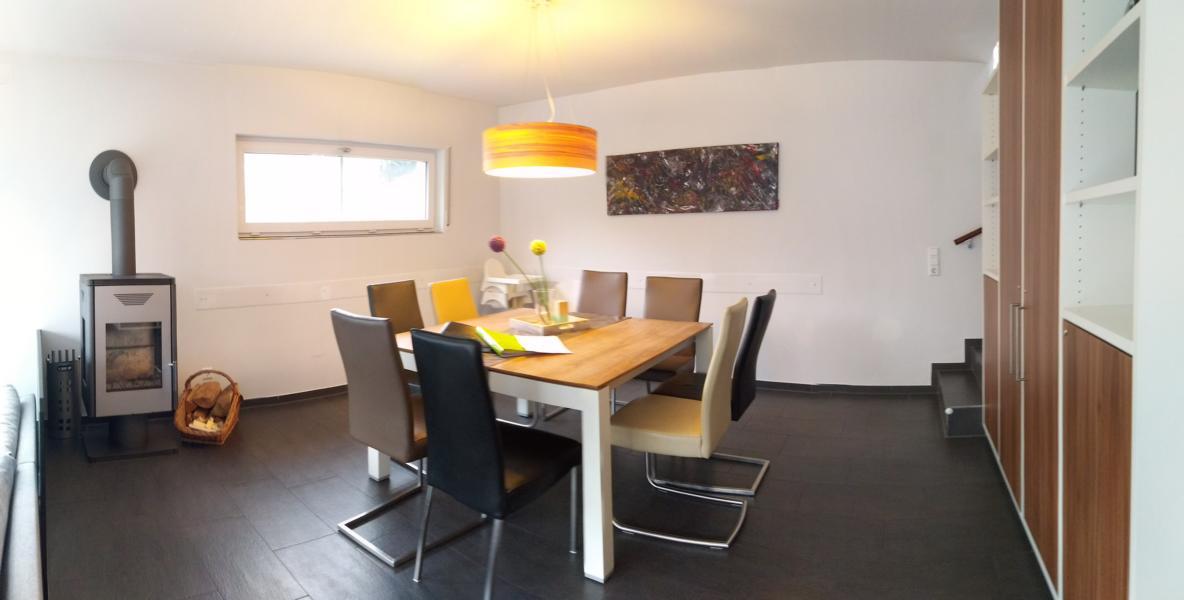 luxus-ferienhaus-mit-sauna-alpirsbach-entspannung-im-schwarzwald-essbereich