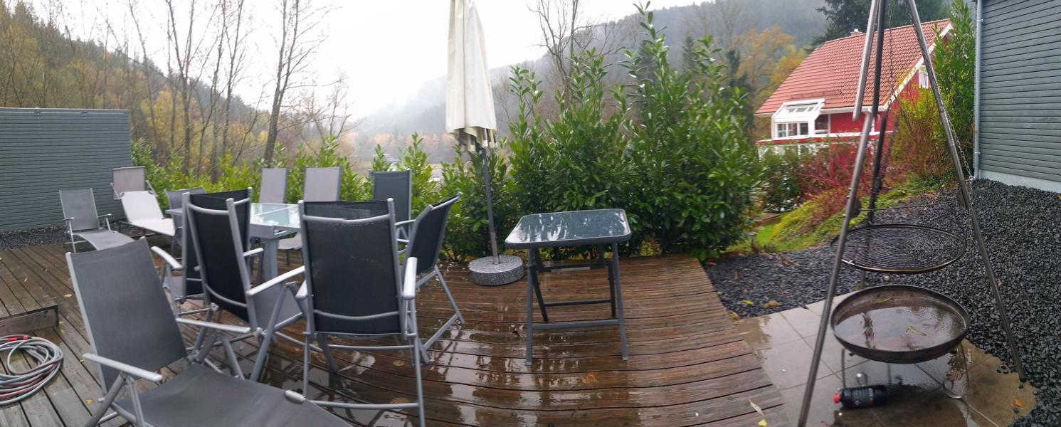 luxus-ferienhaus-mit-sauna-alpirsbach-entspannung-im-schwarzwald-terrasse-kohlegrill