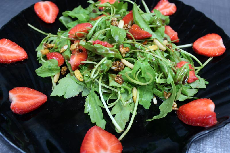 Erdbeer-Rucola Salat mit Aceto Balsamico di Modena DieCheckerin