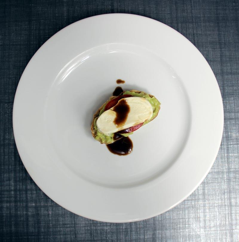 Guacamole Bruschetta mit Mozzarella und Aceto Balsamico di Modena DieCheckerin